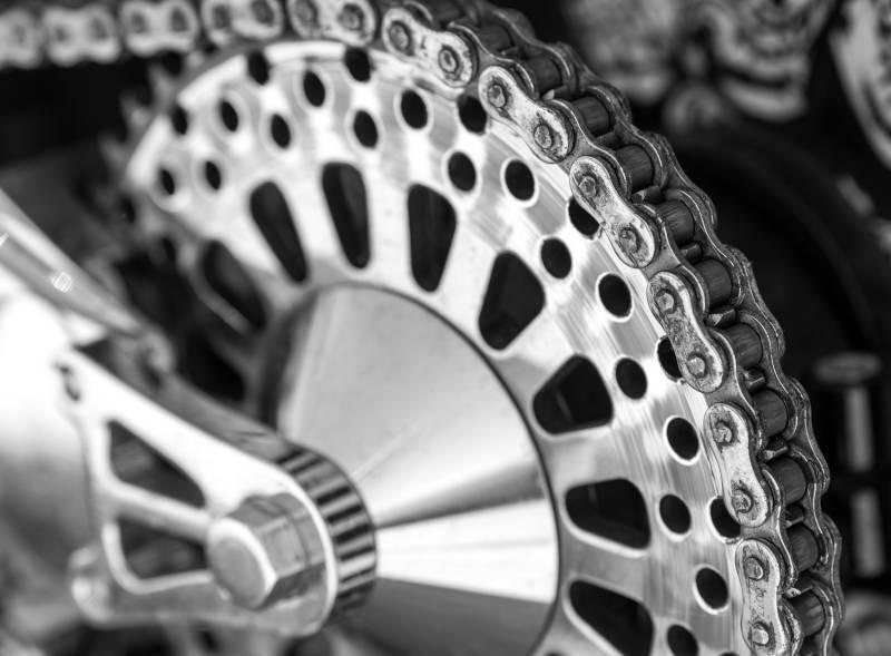 Come pulire la catena della moto